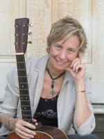 Award-Winning Bluegrass & Country songwriter-musician Louisa Branscomb visits Austin Songwriters Group to facilitate a workshop and perform a house concert with Jeanette Williams.